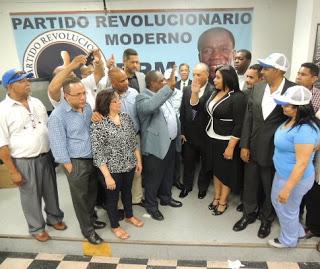 Sandra Ramírez es juramenta por Margarito Carlos De León