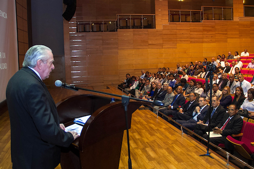 Antonio Gómez Espiñeira, Presidente de la Asociación Interamericana de Contabilidad (AIC)  Impartiendo Conferencia
