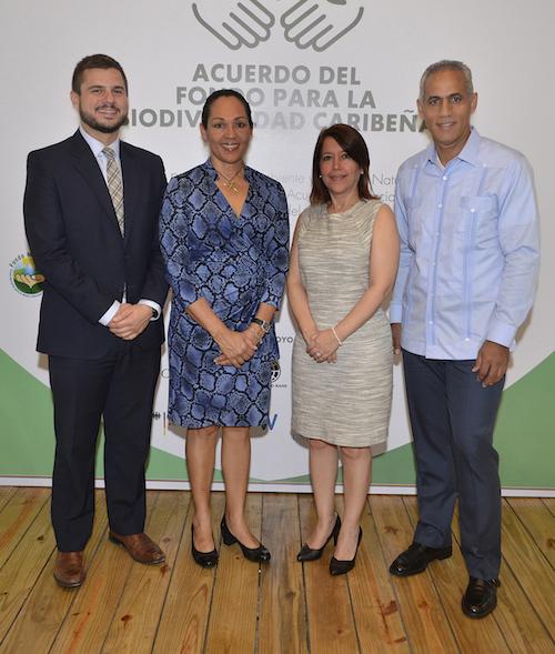 Benjamín Schapiro, Eleanor Phillips, Kenia Mejia De Los Santos y Stanley Javier