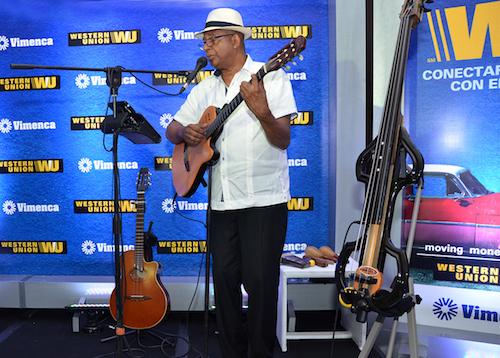 Foto 14 Músico Cubano Julian Fernández (Uno na ma) amenizó la actividad