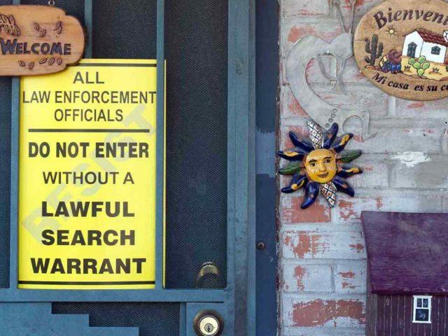 cartel-en-elas-puertas